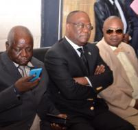 Robert Mbwinga, (à g) Tryphon Kin-kiey Mulumba et Baudouin Banza Mukalayi Nsungu (à dr.) DRESERVES.