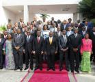Photo de famille de l'équipe gouvernementale réunie autour du Président de la Ré